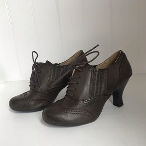 Bass Vintage Style Heels